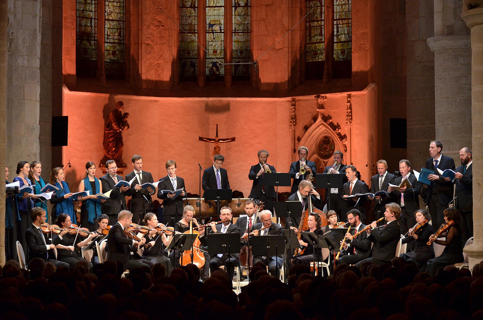 Vox Luminis under the direction of Lionel Meunier (second from right) - © CCR Ambronay